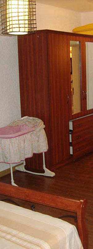Le Tamarinier complex Apartment bedroom with baby cot